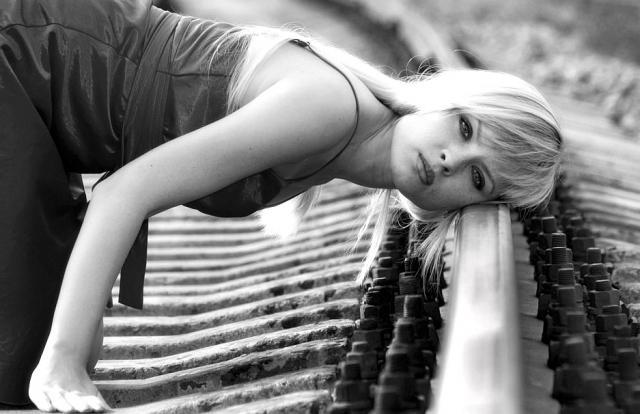 Анна Каренина засыпает на рельсах